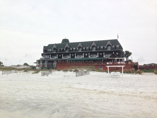Henderson Park Inn : View of the rooms from the beach