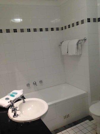 BridgeStreet Windsor on Kent : Clean and big bathroom