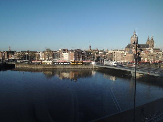 DoubleTree by Hilton Hotel Amsterdam Centraal Station: вид из окна