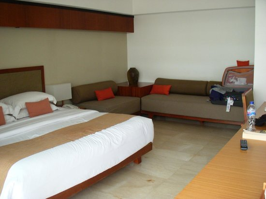 The Magani Hotel and Spa: bed/couch