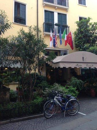 Majestic Hotel Toscanelli : Вид на отель с Via dell'Arco