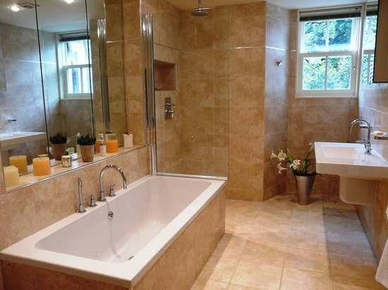 Annesdale House: Elleray bath and shower