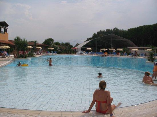 Nicotera Beach Village: vista della piscina