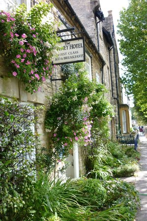 The Witney Hotel: Flowers in bllom