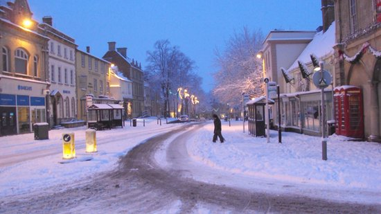 The Witney Hotel: Snowy HighSt