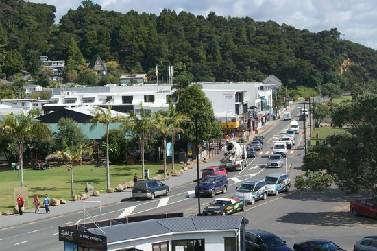 Paihia Harbour: Very busy township that really cators for tourists.