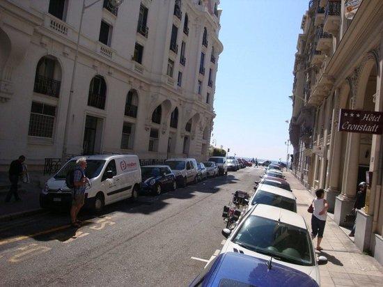 Hotel Cronstadt : Widok przed wejściem do hotelu