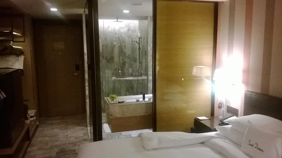 DoubleTree by Hilton Sukhumvit Bangkok: room overview