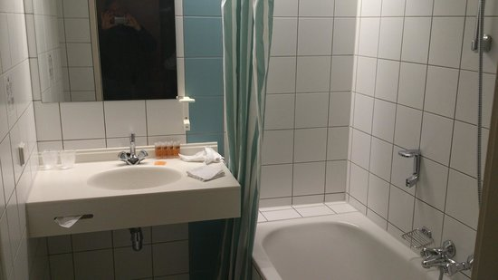 Hampshire Golfhotel - Waterland: View of the bathroom