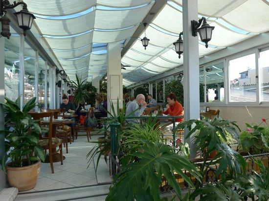 Hotel Niles Istanbul: Inside terrace