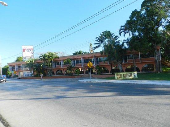 Hotel Chichen Itza: Ansicht von der Straße