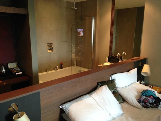 The Cornwall Hotel, Spa & Estate : Bathroom in the bedroom