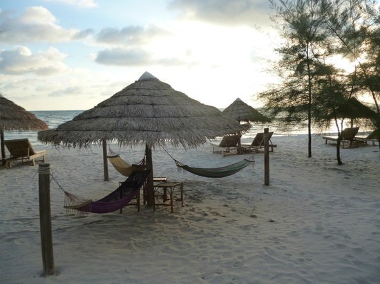 SunsetLounge Guesthouse: The private beach area
