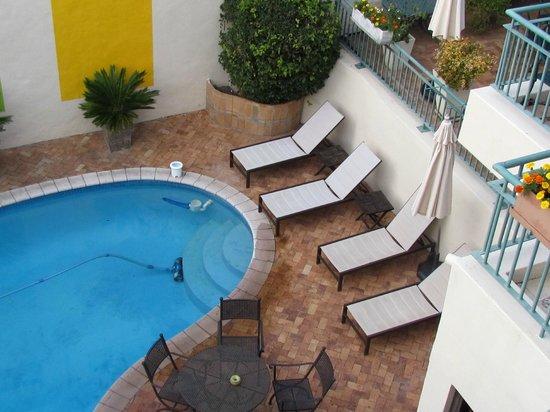 Maartens Guesthouse: Poolside area