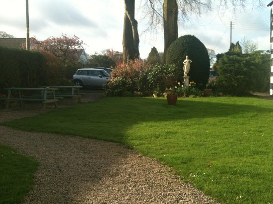 Barbon Inn: The garden and eating area at the rear