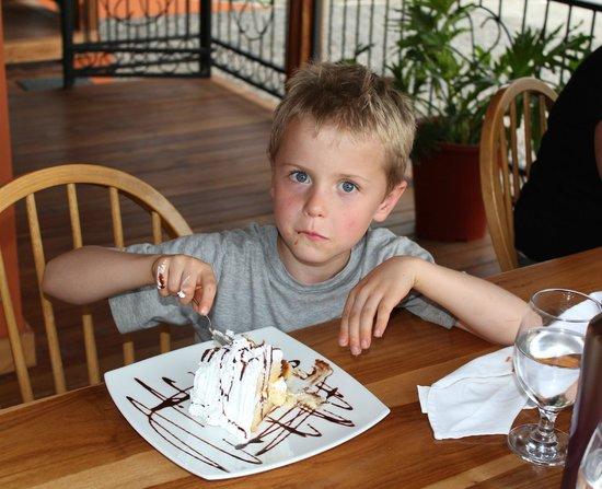 Restaurante Cafe Mediterraneo: Jasper with peach cake