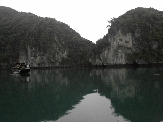 Eco Friendly Vietnam : the water was like glass