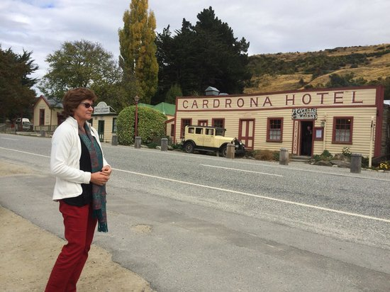 Cardrona Hotel: outside view of the place you need to go