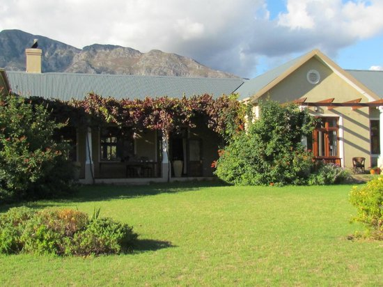 Cape Vue Guest House: Cape Vue from gardens