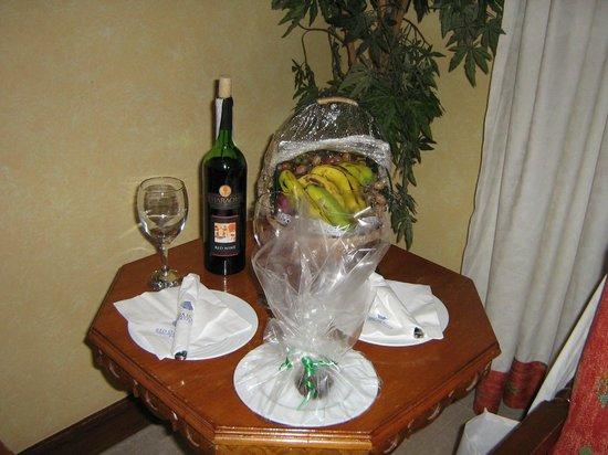 The Grand Resort Hurghada: Номер и комплимент от отеля!!!!