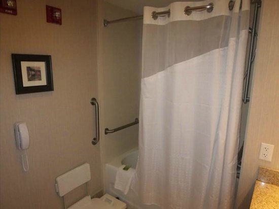 Holiday Inn Express Biddeford: Shower