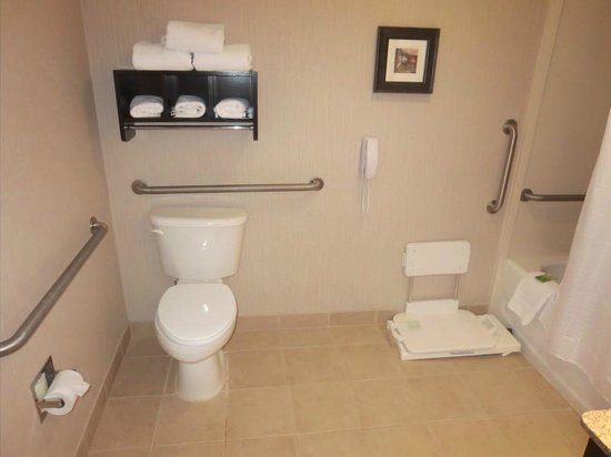 Holiday Inn Express Biddeford: The bathroom - very spacious