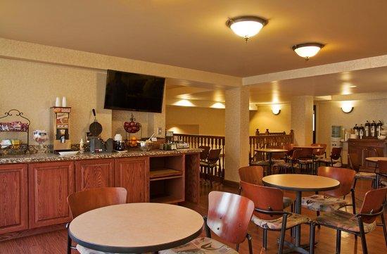 D Hotel Suites Breakfast Area