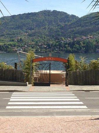 Grand Hotel Tremezzo: View of the 'beach' entrance