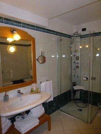 Hotel Chalet del Sogno: Bathroom