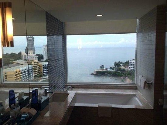 Holiday Inn Pattaya: View from my Bathroom