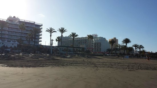 Hotel Troya: view from the beach