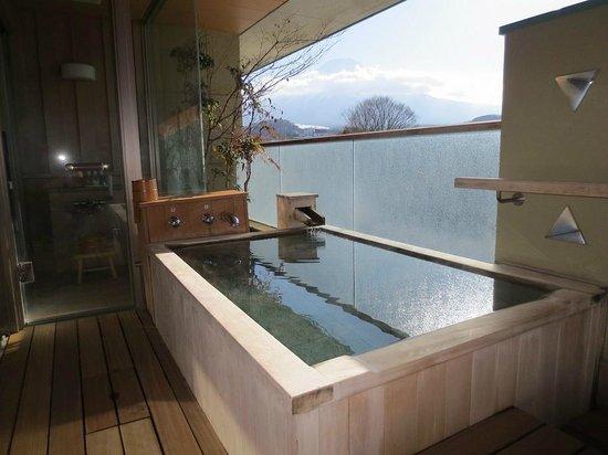Fujisan Onsen Hotel Kaneyamaen: 富士山が見える部屋の露天風呂