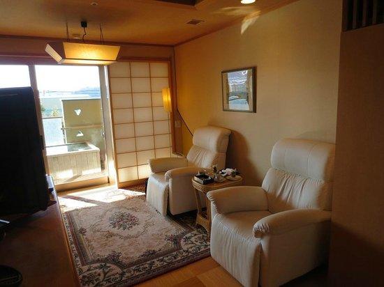 Fujisan Onsen Hotel Kaneyamaen: 電動ソファー