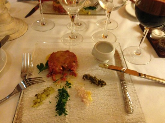 L'Artisan: Steak Tartare was very good