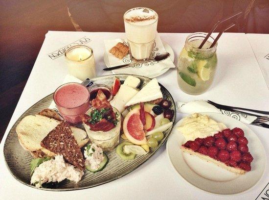 Cafe Norden: Бранч, малиновый пирог, чай латте и лимонад