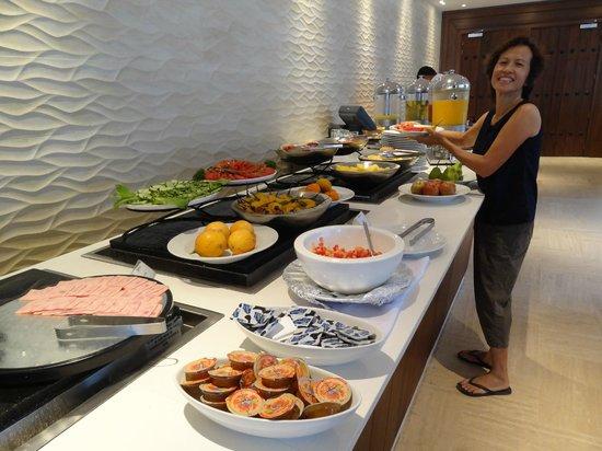 Radisson Cartagena Ocean Pavillion Hotel : Breakfast buffet