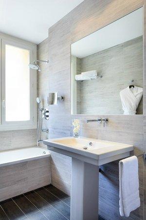 BEST WESTERN PLUS Hotel Massena Nice : New deluxe bathrom