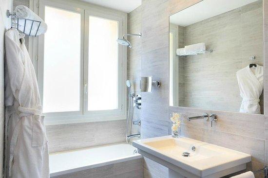 BEST WESTERN PLUS Hotel Massena Nice : Deluxe bathroom
