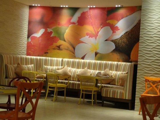 Radisson Cartagena Ocean Pavillion Hotel : Dinning room wall