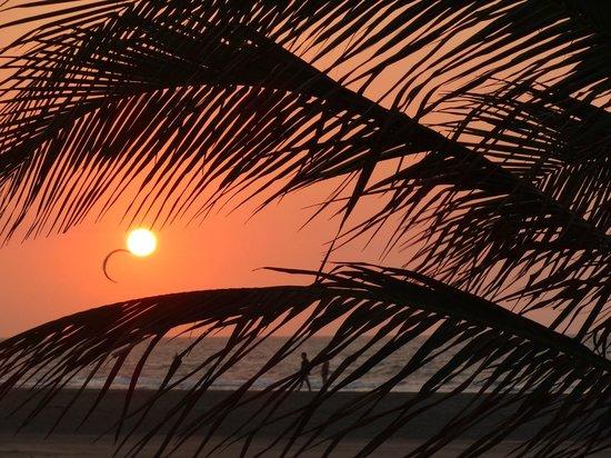 Radisson Cartagena Ocean Pavillion Hotel: Sunset behind the hotel