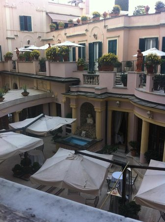 InterContinental de la Ville: view from the room of courtyard and restaurant (and roof terrace when open)