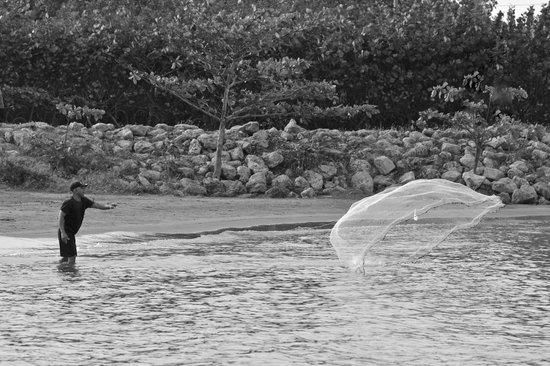 Radisson Cartagena Ocean Pavillion Hotel: Fisherman near the hotel