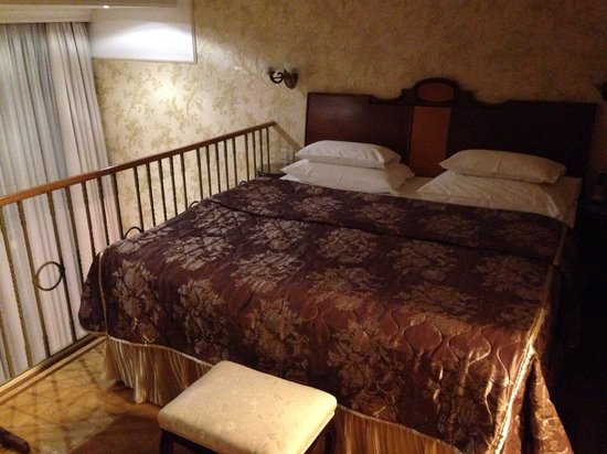 Hotel Moskva: My hotel bed