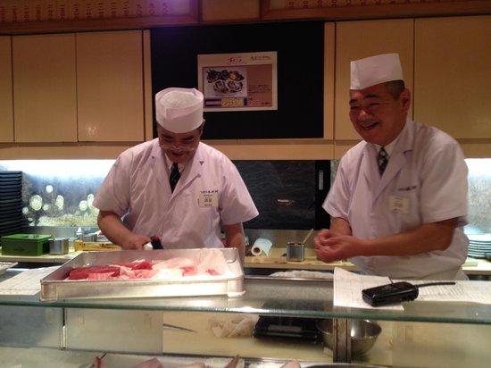 Sushizanmai Tsukijiekimae-ten: The friendly sushi chefs whipping up a great meal
