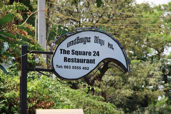 The Square 24: L'enseigne