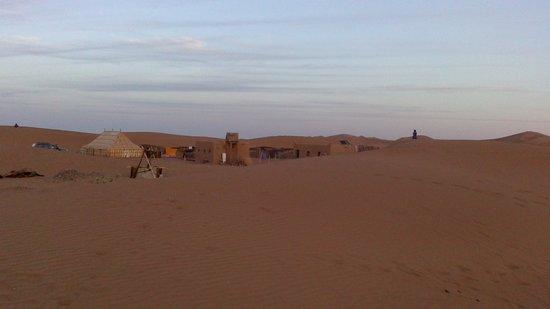 Petit Prince sur les sables : sahara
