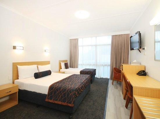 Airway Motel Brisbane: Queen and Single