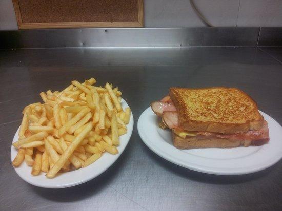 Cafeteria las palmeras noja: sandwiches y raciones