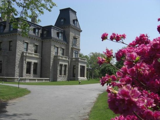 Historic Tours of Newport: Historic Mansion on Bellevue Avenue