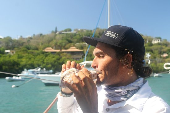 Catania Charters: Captain Ocean teaching us about Trident's horn